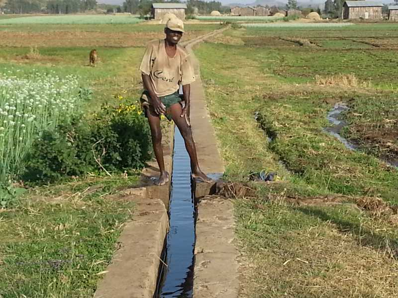 Bathingfromirrigationcanals.jpg