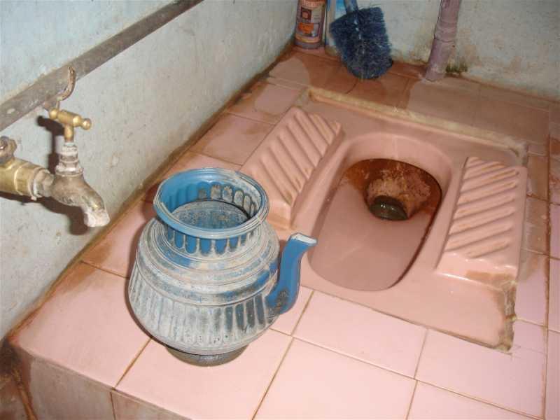 toiletinPakistan.jpg