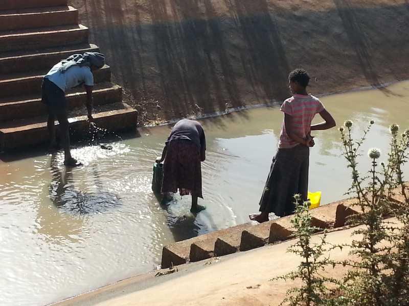 CollectingwaterfromKogairrigationcanalsforwashingcloths.jpg